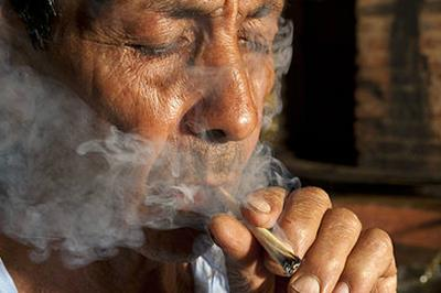 Seniors and Cannabis: Why the Elderly are Turning to Marijuana for Treatment